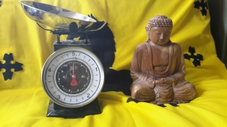 For this experiment I have used a Buddha of standard size and compounds. The scales are just the sort of ones you've got in your kitchen, I'd imagine. Now we measure!